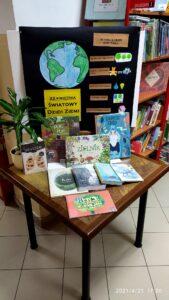 Biblioteka w Jeżowem już jest gotowa na Światowy Dzień Ziemi 🌎